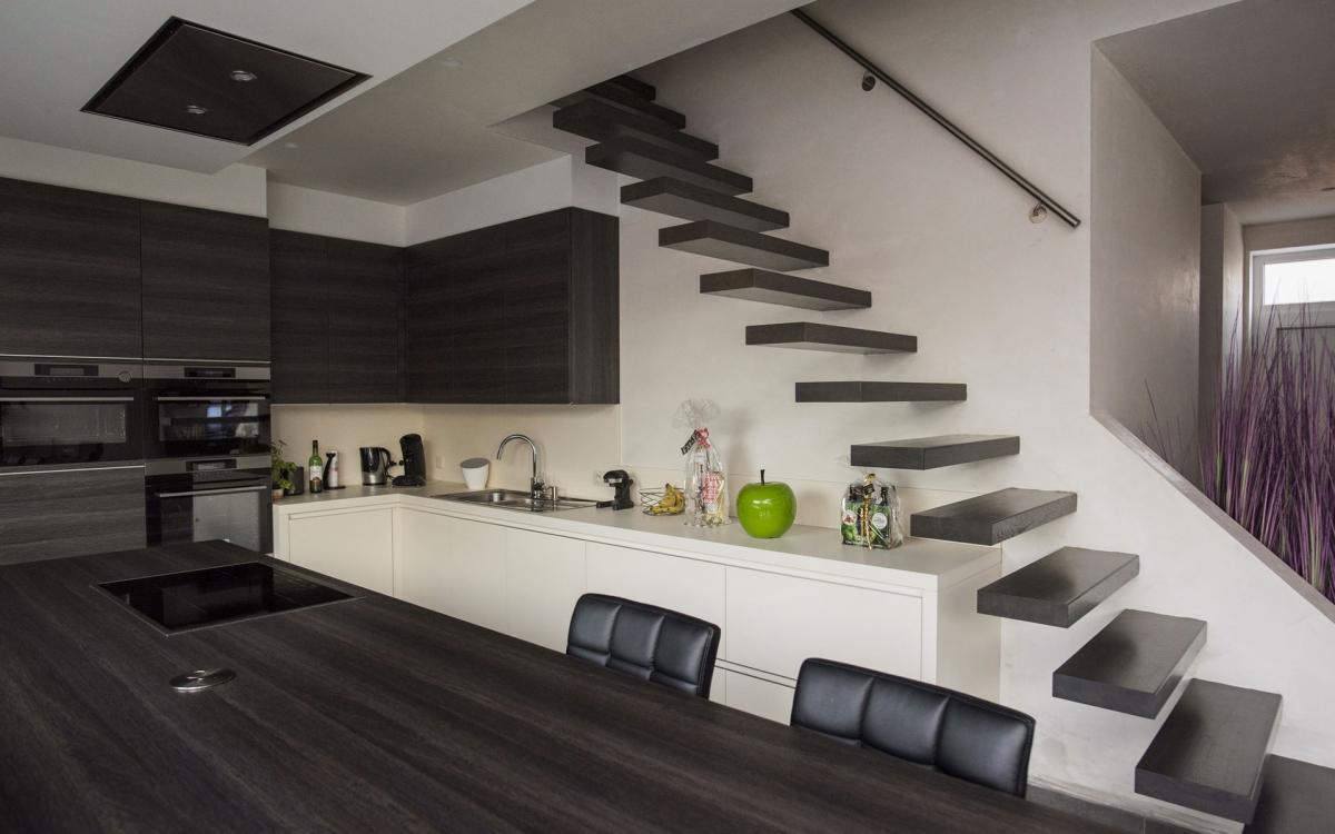 Zwevende Trap Veiligheid : Zwevende rechte trap made in inox